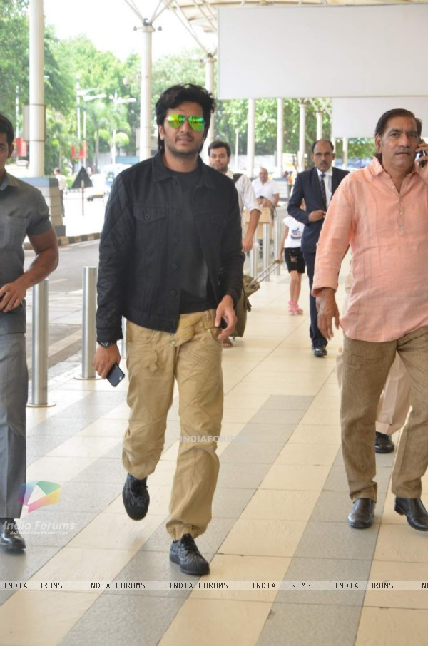 Riteish Deshmukh Snapped at Airport