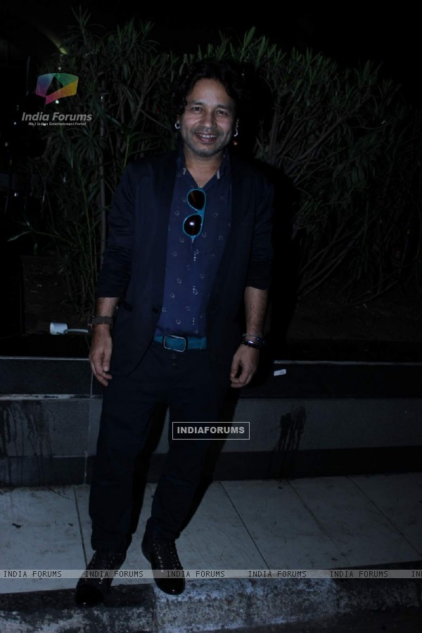 Kailash Kher Snapped at Airport