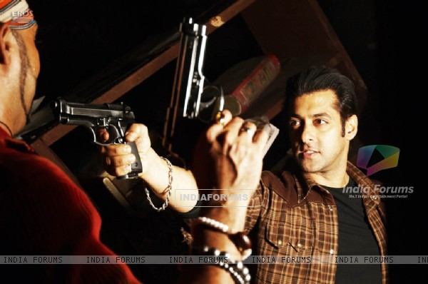 Salman Khan showing rifle