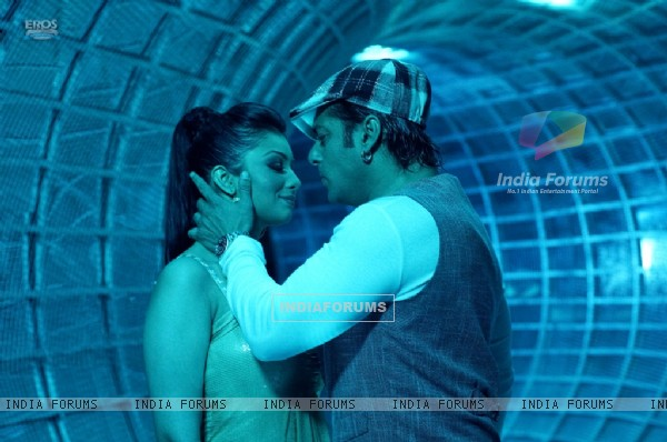 Lovable scene of Salman and Ayesha (36994)