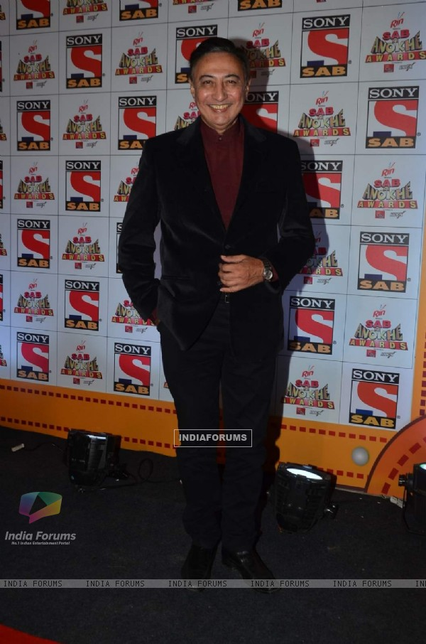 Anang Desai poses for the media at SAB Ke Anokhe Awards