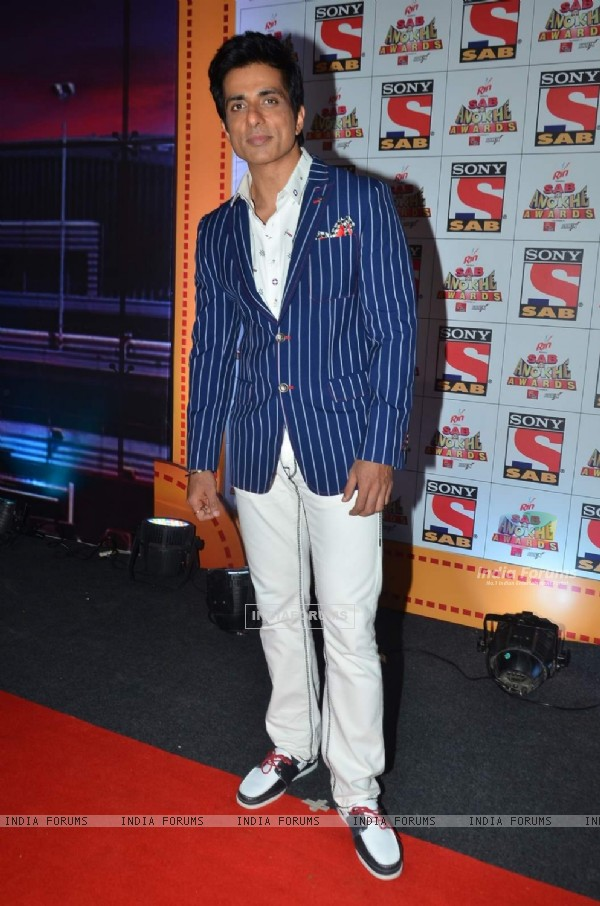 Sonu Sood poses for the media at SAB Ke Anokhe Awards