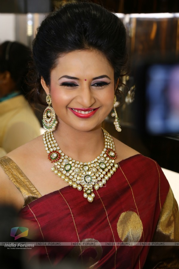 Divyanka Tripathi at Bikaneri Jewels Store Launch