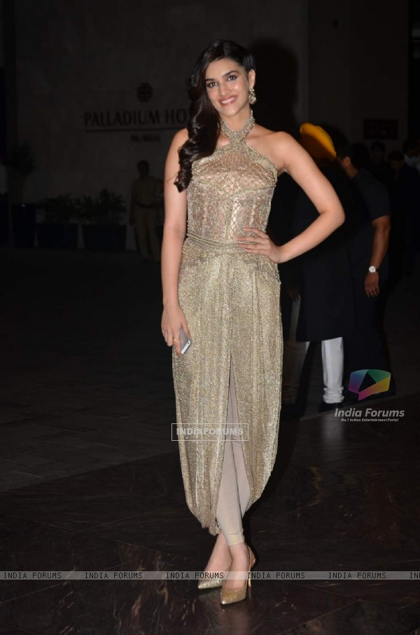 Pretty Kriti Sanon at Shahid - Mira Wedding Reception!