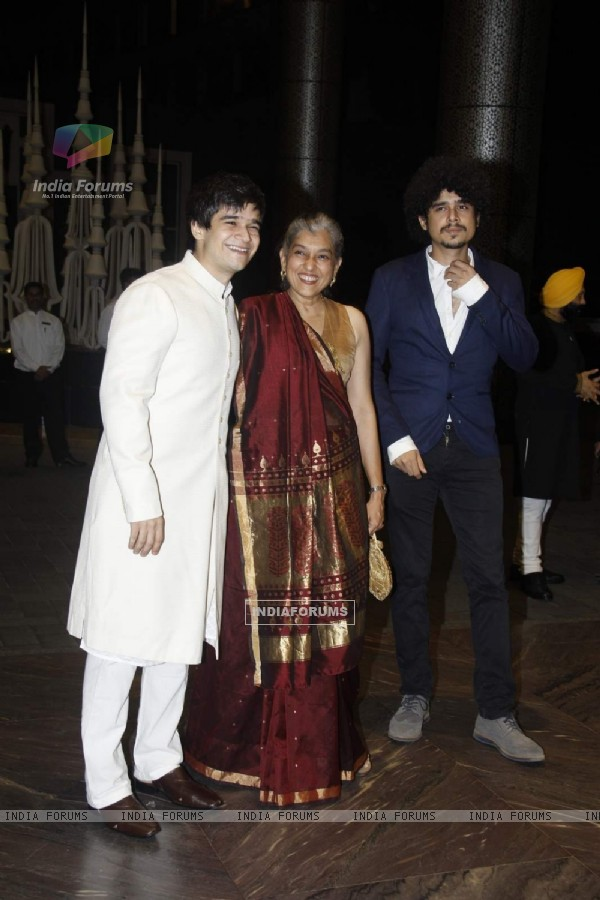 Viavaan Shah, Ratna Pathak and Imaad Shah at Shahid - Mira Wedding Reception!