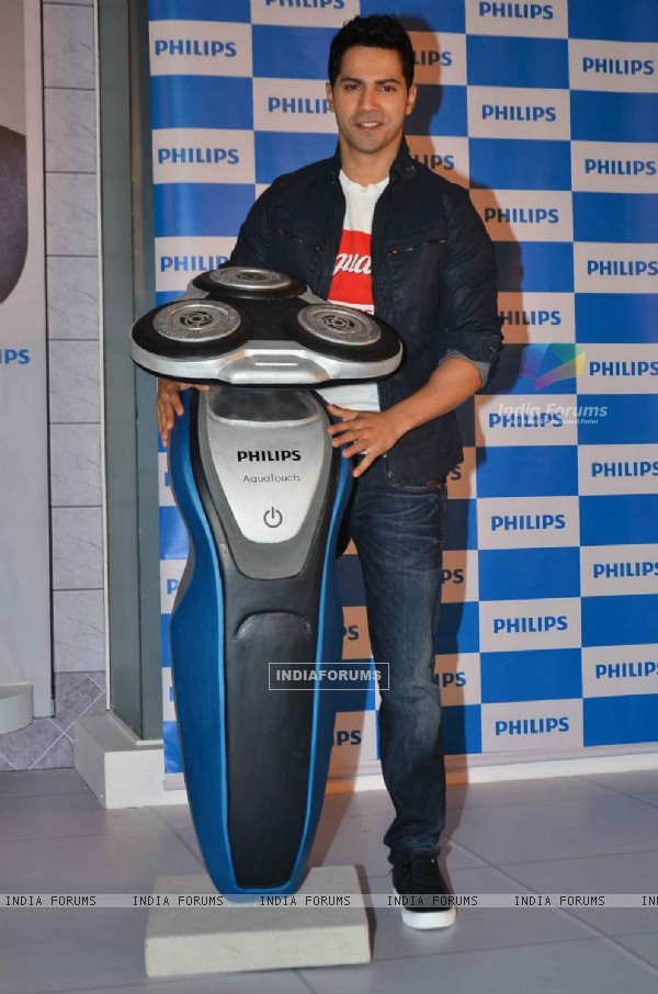Varun Dhawan Launches Philips Aqua Touch Shaver!