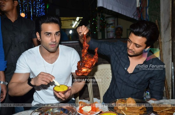 Riteish Deshmukh checking a dish at Mohammed Ali Road