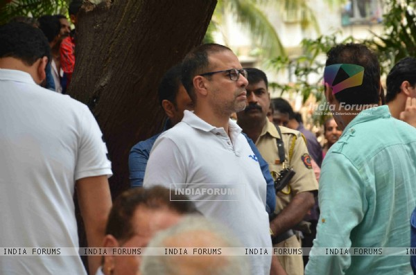 Atul Agnihotri Attends Salman's Friend's Father's Funeral