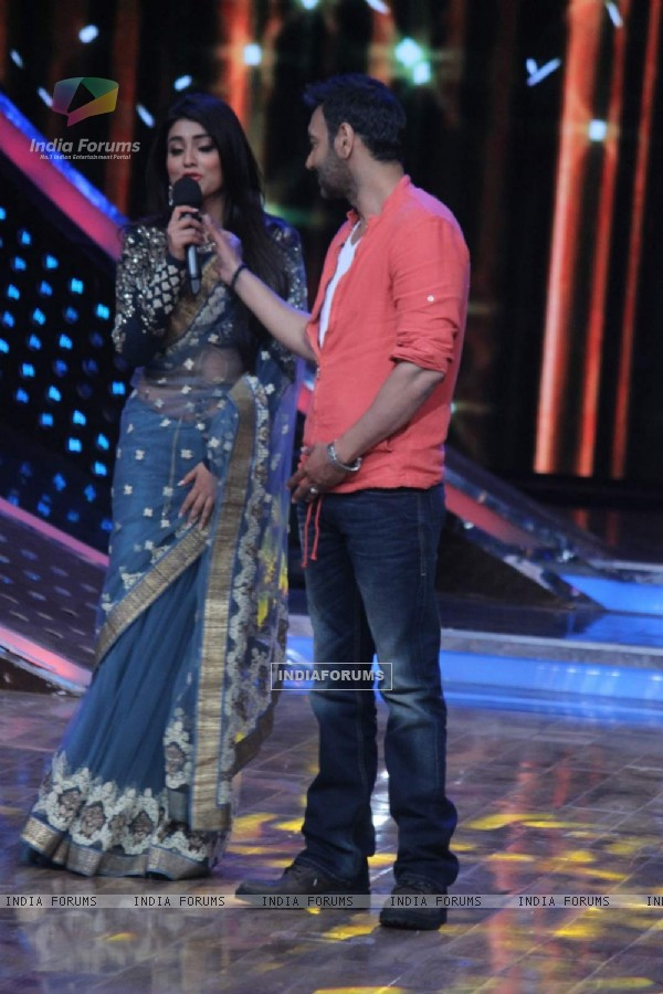 Ajay Devgn and Shriya Saran at the Promotions of Drishyam on Nach Baliye 7