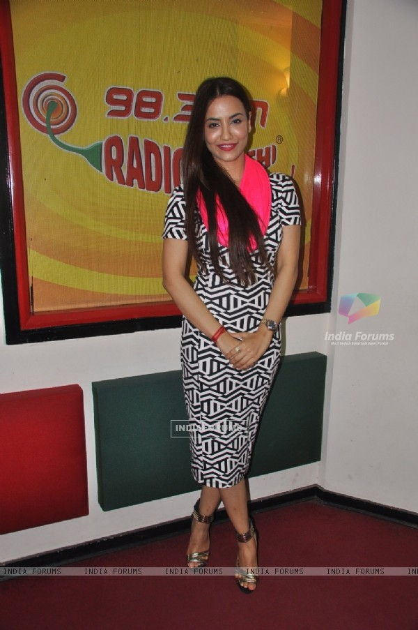 Tia Bajpai at Radio Mirchi for Promotions of Baankey Ki Crazy Baraat