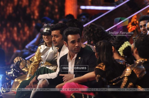 Riteish Deshmukh and Pulkit Samrat for Promotions of Bangistan on Jhalak Dikhla Jaa 8