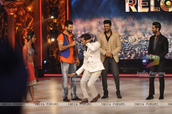 Riteish Deshmukh Shows His Funky Dance Steps During Promotions of Bangistan on Jhalak Dikhla Jaa 8