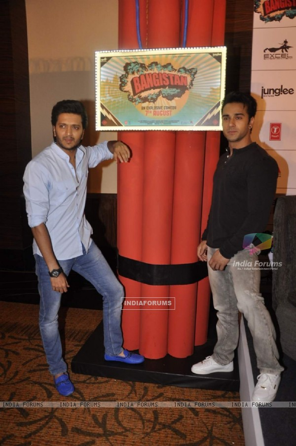 Pulkit and Riteish Promotes Bangistan
