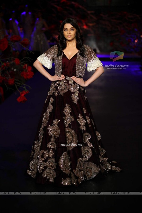 Aishwarya Rai Bachchan Walks for Manish Malhotra at India Couture Week - Day 3 & 4