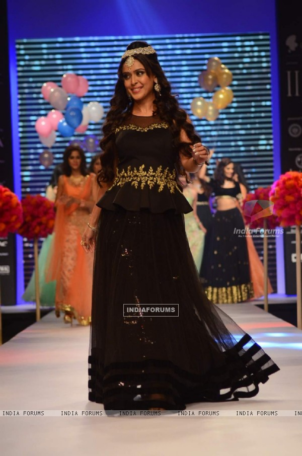 Hrishita Bhatt at IIJW 2015