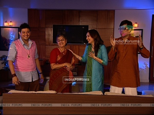 Radhika, Rajdeep, Kapil and Masi looking happy