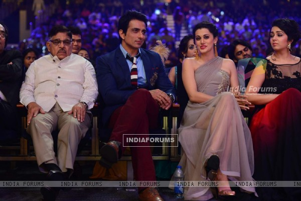 Taapsee and Sonu Sood at SIIMA 2015