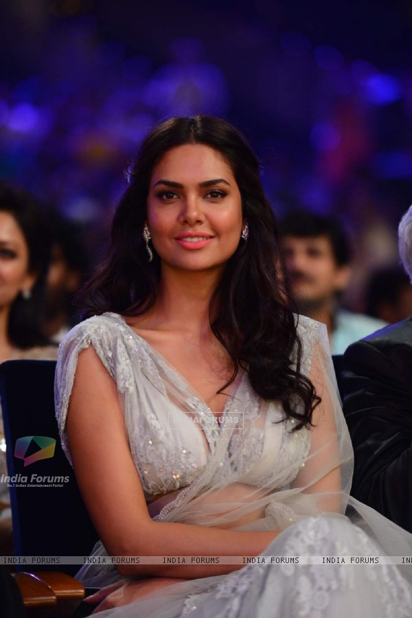 Esha Gupta at SIIMA 2015