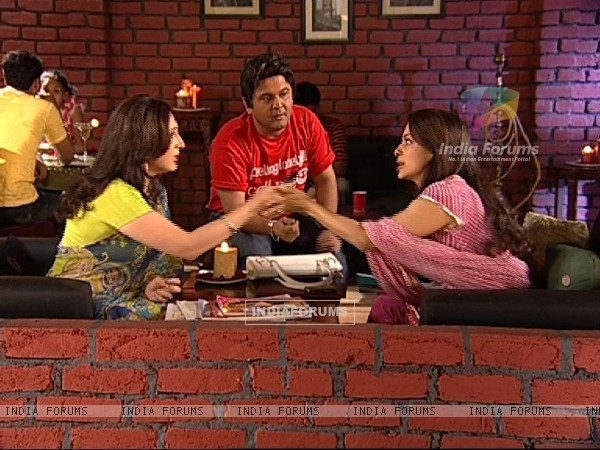 Juhi Chawla talking to Radhika