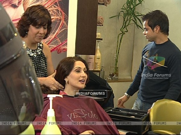 Radhika in Beauty Parlour
