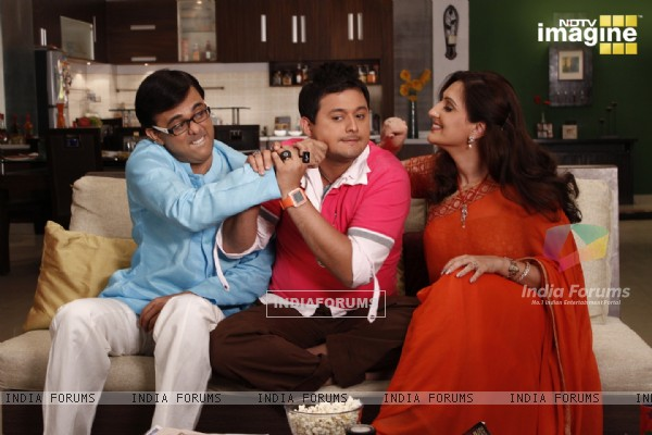 Radhika and Rajdeep doing joking with Kapil