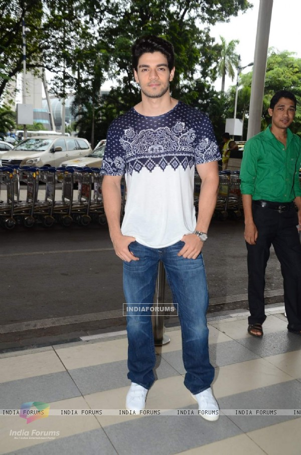 Sooraj Pancholi Snapped at Airport
