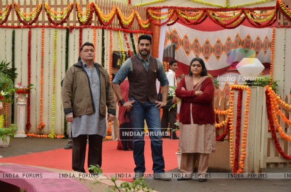 Abhishek, Supriya Pathak and Rishi Kapoor Promotes All Is Well on Badi Door Se Aaye Hai