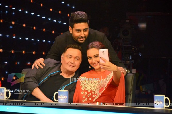 Selfie is Must! - All is Well Team for Promotions on Indian Idol Junior