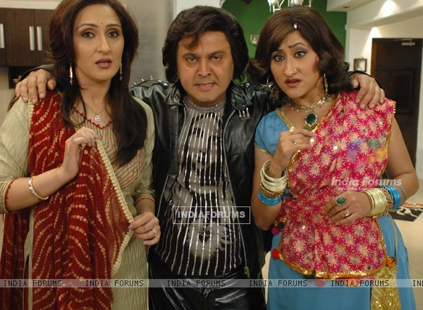 Ali Asgar with Radhika and Dolly