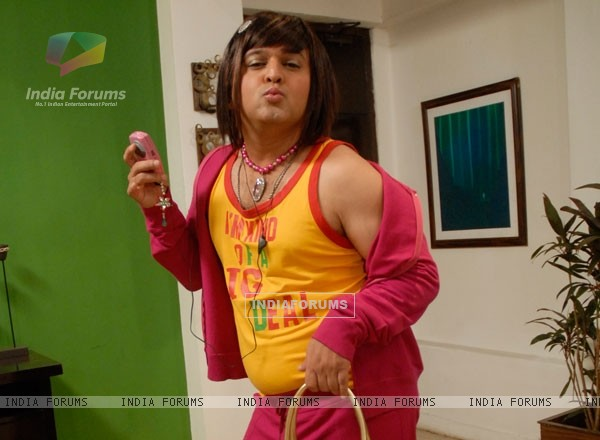 Ali Asgar looking like a girl