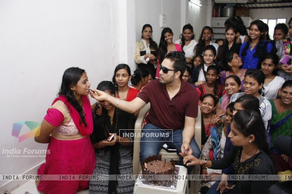 Mika Singh Celebrates Independence Day with Underprivileged Kids