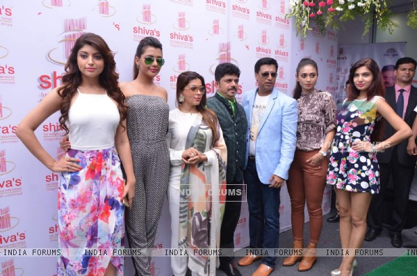 Madhur Bhandarkar and Calendar Girls at Shiva's Salon Launch