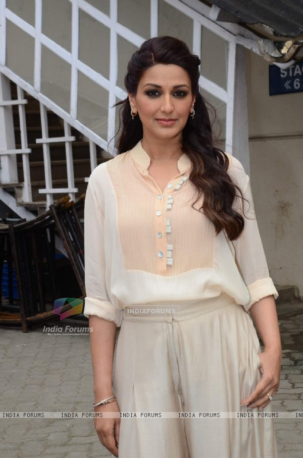 Sonali Bendre Snapped at Mehboob Studio