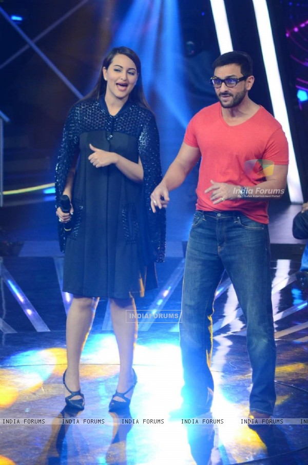 Saif Ali Khan Promotes Phantom on Indian Idol Junior