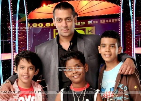 Salman Khan with little kids