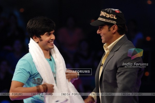 Salman Khan giving towel to a man