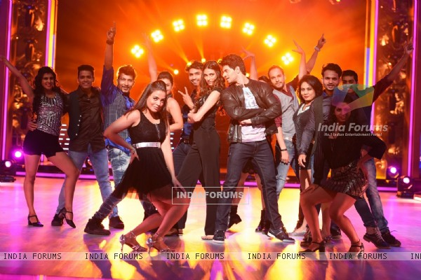 Athiya Shetty and Sooraj Pancholi Performs During Promotions of Hero on Jhalak Dikhla Jaa 8