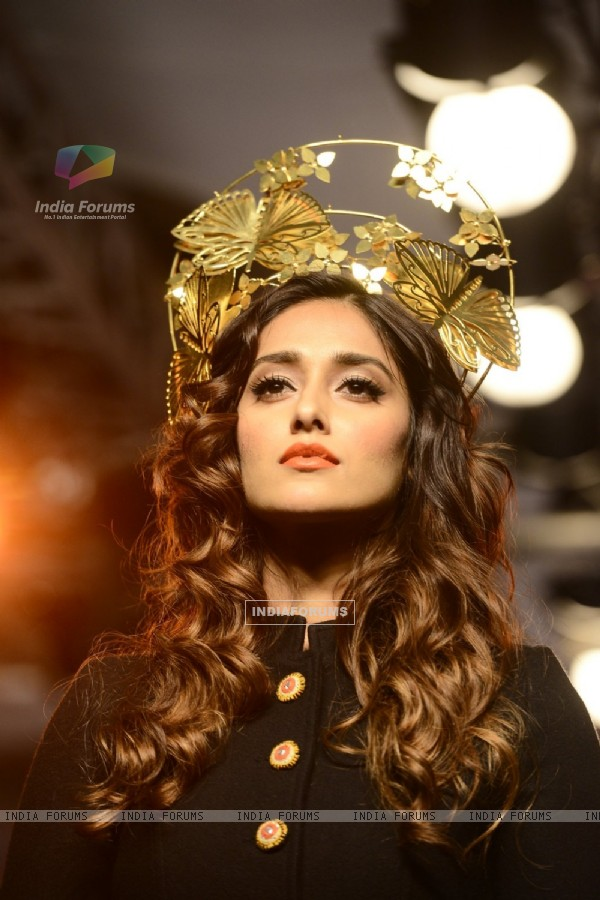 Illeana Dcruz Looks Beautiful at Lakme Fashion Week Day 5