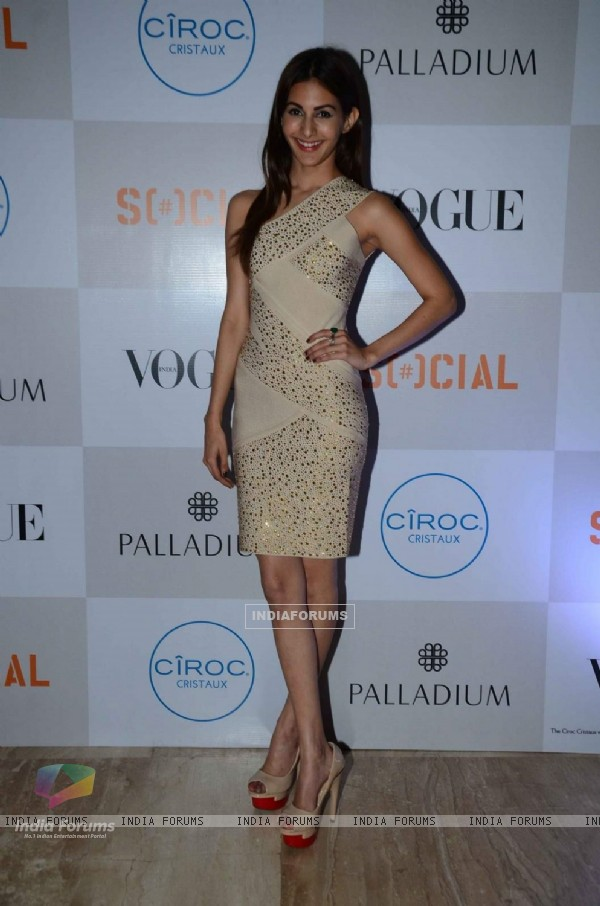 Amyra Dastur at Fashion's Night Out by Vogue India