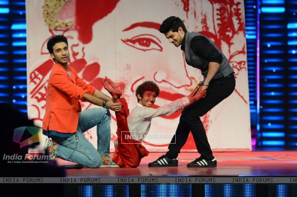 Sooraj Pancholi Performs With Raghav Juyal During Promotions of Hero at Dance Plus