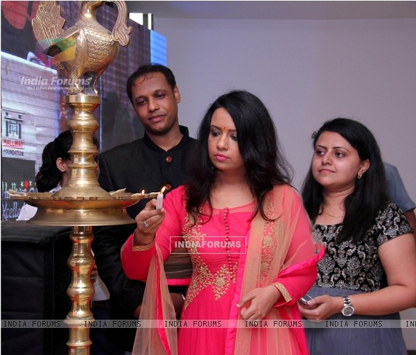 Amruta Fadnavis Inaugurates Hallway Excellence Awards