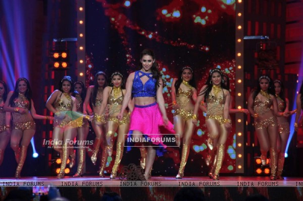 Lauren Gottlieb Performs at GR8 ITA Awards