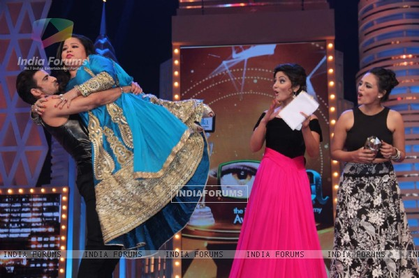 Bharti Singh and Roshni Chopra at GR8 ITA Awards