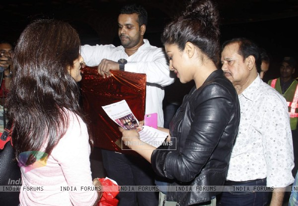 Fan Gifts Priyanka Chopra While She Leaves for Quantico Shoot