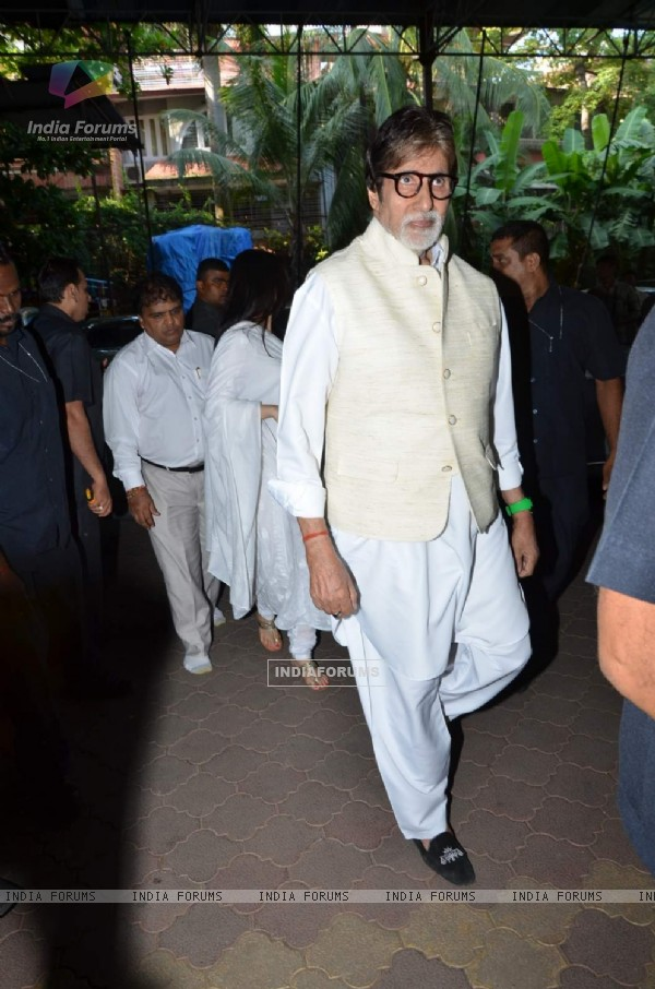 Amitabh Bachchan at Aadesh Shrivastava's Prayer Meet