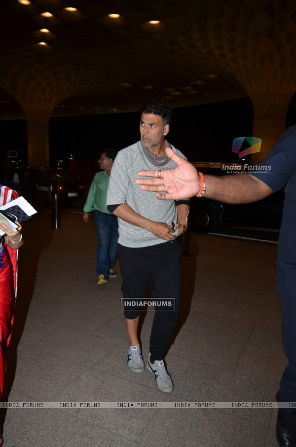 Akshay Leaves for Housefull 3 Shoot!