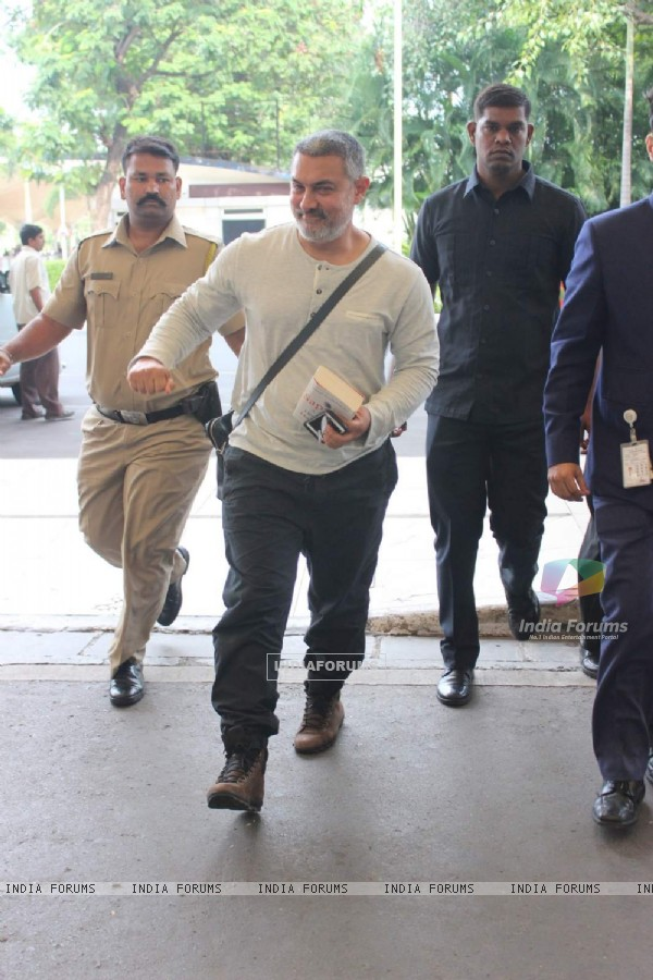 Aamir Khan Snapped in His Dangal Look at Airport
