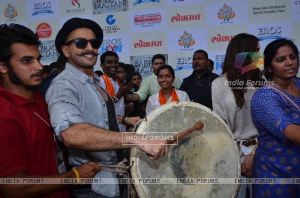 Ranveer Singh with Dhol at 'Gajanana' Song Launch of Bajirao Mastani