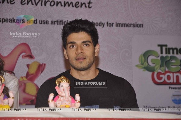 Sooraj Pancholi at Green Ganesh Pandal