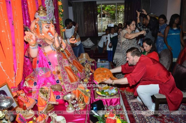 Nitin Mukesh Celebrates Ganesh Chaturthi While Neil Takes Selfie With Kids